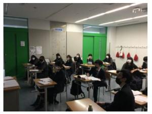 students in classroom in Japan watching VR tour of Gleeson College in Australia