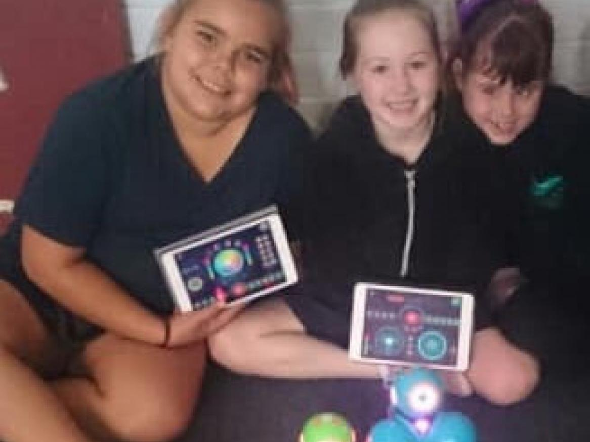 CGPS students with Dash and Dot Robots