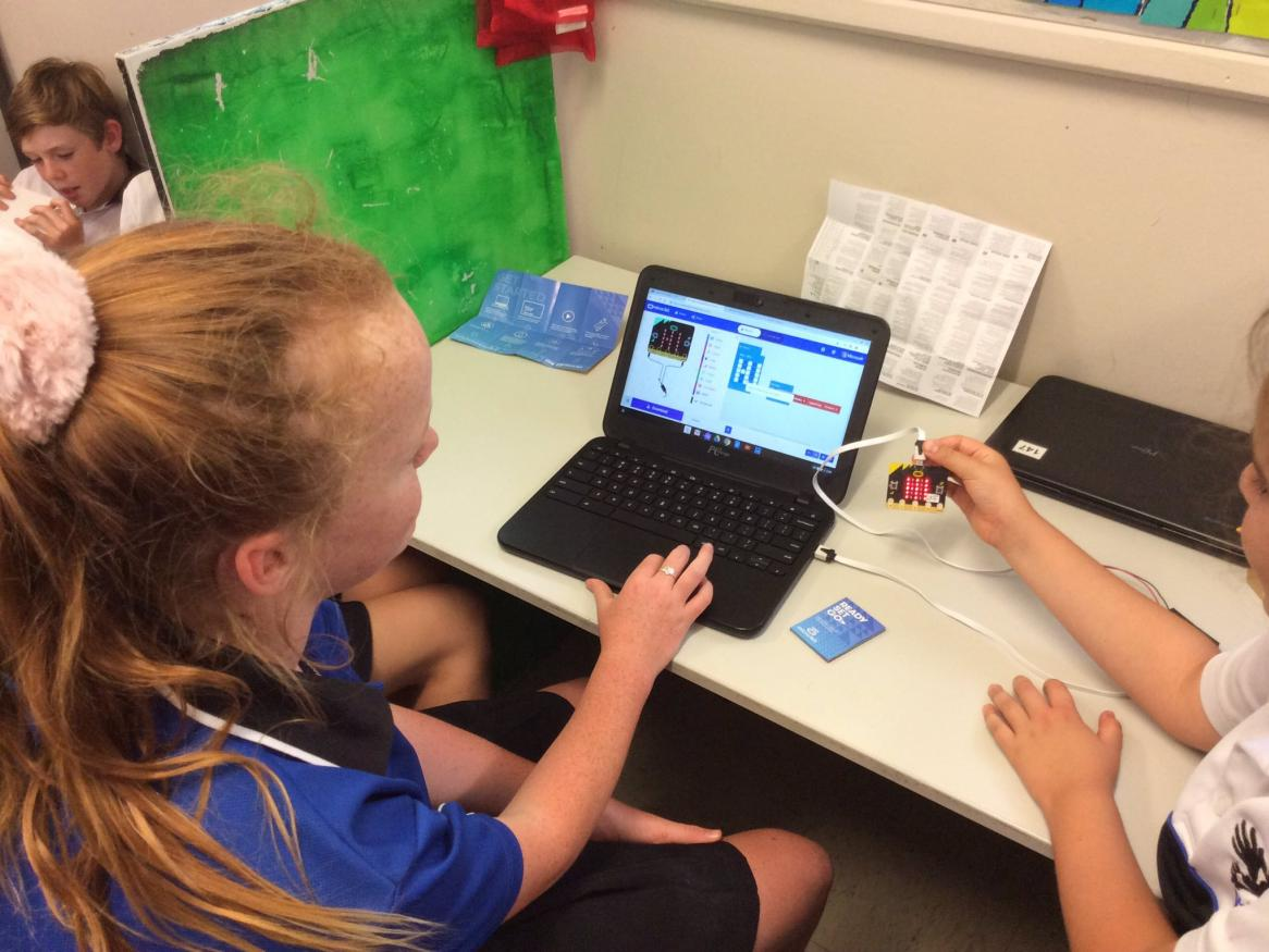 Vasse Primary School students coding Micro:Bits